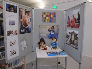 Lasten oikeuksien juhlavuotena 2019 järjestimme näyttelyn kirjaston näyttelytilassa. Näyttelyssä oli mukana UNICEFin lastenoikeusmateriaalia sekä kirjoja eri maiden lasten elämästä.