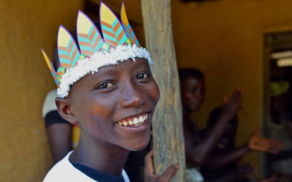 Sanfan, 14, luultiin jo kuolleen Ebolaan. Perheen iloksi hän palasi hengissä kotiin toisaalla sijainneesta koulustaan. © UNICEF/NYHQ2014-3405/Nesbitt