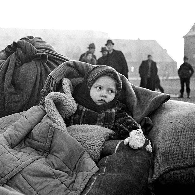 Eurooppa ei kohtaa pakolaislapsia ensimmäistä kertaa. Kuvan tyttö on Saksasta, vuosi on 1946. © UNICEF/NYHQ1946-0006crop/Unknown