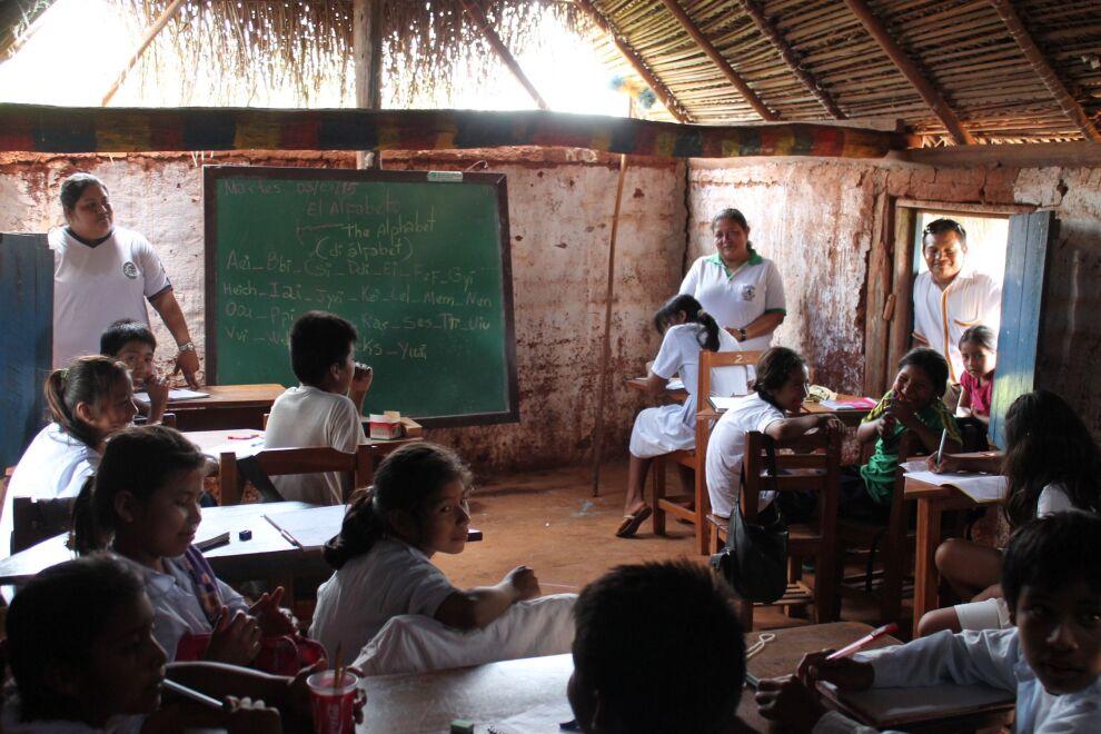 Bolivian väestöstä 86,7 prosenttia on lukutaitoisia. Vammaisten lasten on kuitenkin yhä vaikea päästä kouluun ja saada oikeanlaista tukea ja opetusta. © UNICEF/Lena Jolkkonen