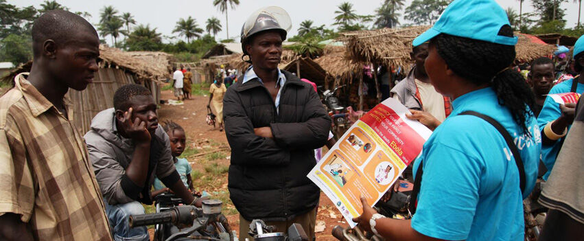 UNICEF auttaa epidemia-alueilla muun muassa toimittamalla lääkkeitä ja suojavarusteita perheille sekä tiedottamalla taudista.