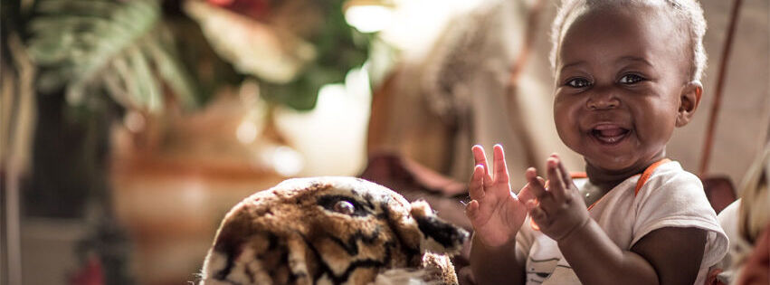 Answerin äiti Nonhlanhla on hiv-positiivinen, mutta kiitos lääkityksen, lapsi on pysynyt terveenä. Vuoden 2005 jälkeen on vältytty jo yli miljoonalta lapsen hiv-tartunnalta.