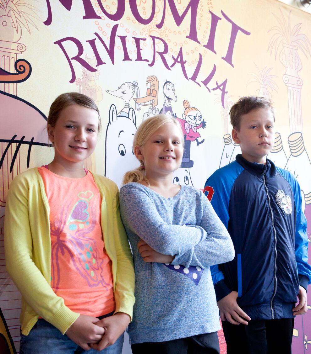 Perkkaanpuiston koululaiset pääsivät Muumit Rivieralla -elokuvan ennakkonäytökseen. Kuvassa vasemmalta Jenna, Kerttu ja Aarni. © UNICEF Finland