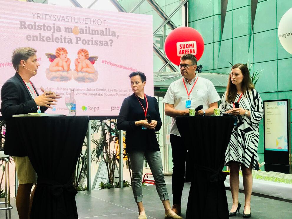Tuomas Peltomäen vetämässä keskustelussa lavalla SOK:n vastuullisuusjohtaja Lea Rankinen, Ammattiliitto Pron puheenjohtaja Jorma Malinen ja kansanedustaja (sdp) Sanna Marin.