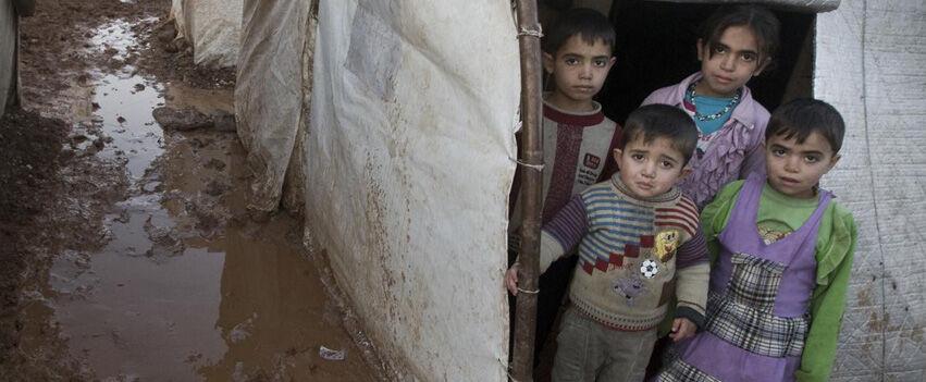 Miljoonat lapset elävät pakolaisina täysin puutteellisissa olosuhteissa ilman puhdasta vettä, riittävää ravintoa ja minkäänlaisia terveyspalveluja.