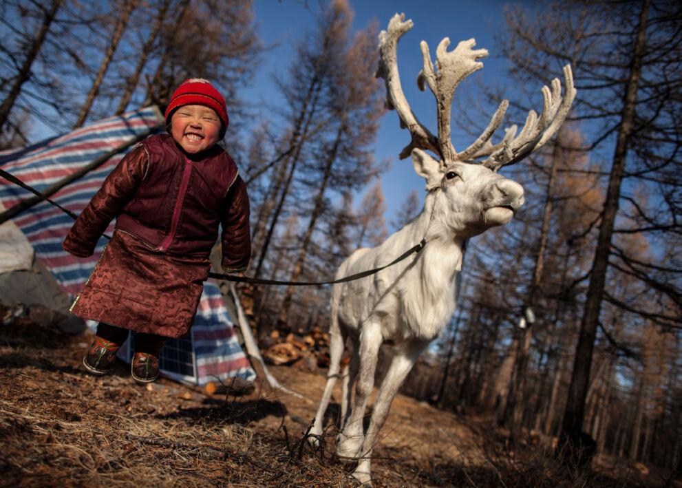 4-vuotias mongolialainen P. Otgonjargal on juuri rokotettu tuhka- ja vihurirokkoa vastaan osana UNICEFin ja kumppaneiden laajaa kampanjaa. © UNICEF/NYHQ2012-1732/Brian Sokol