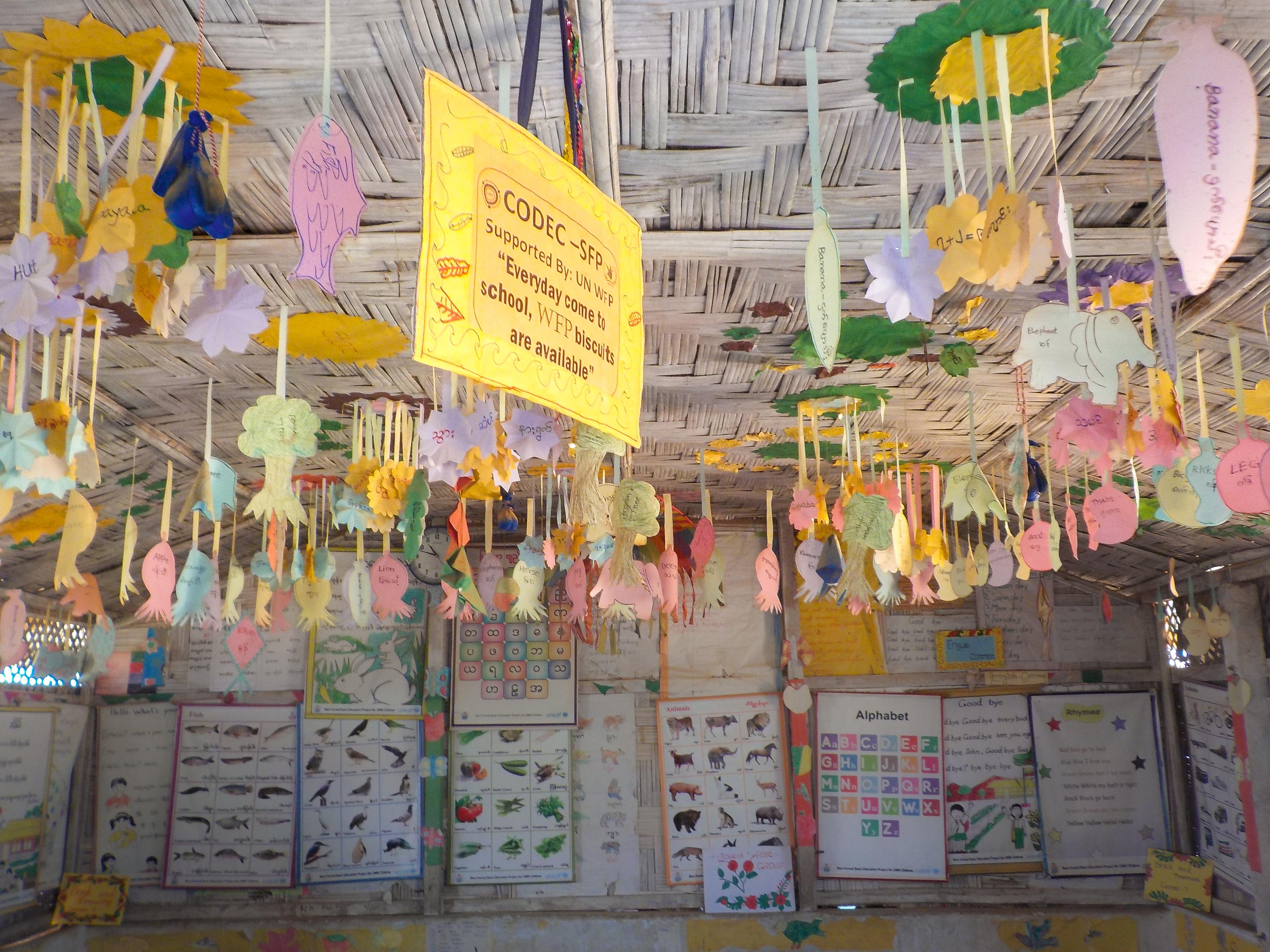 Luokkahuone Kutupalongin pakolaisleirillä