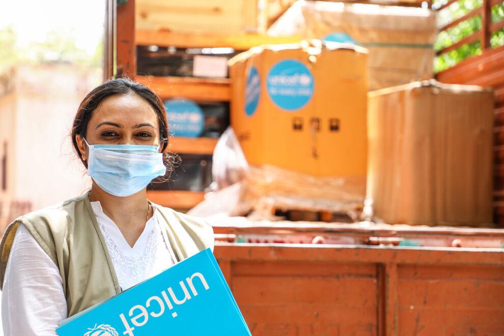 Intiassa on pulaa erityisesti hapesta ja happilaitteista. Kuvassa UNICEFin toimittamaa laitteistoa on saapunut sairaaloihin Gujaratissa. Kuva: © UNICEF/UN0470116/Rami