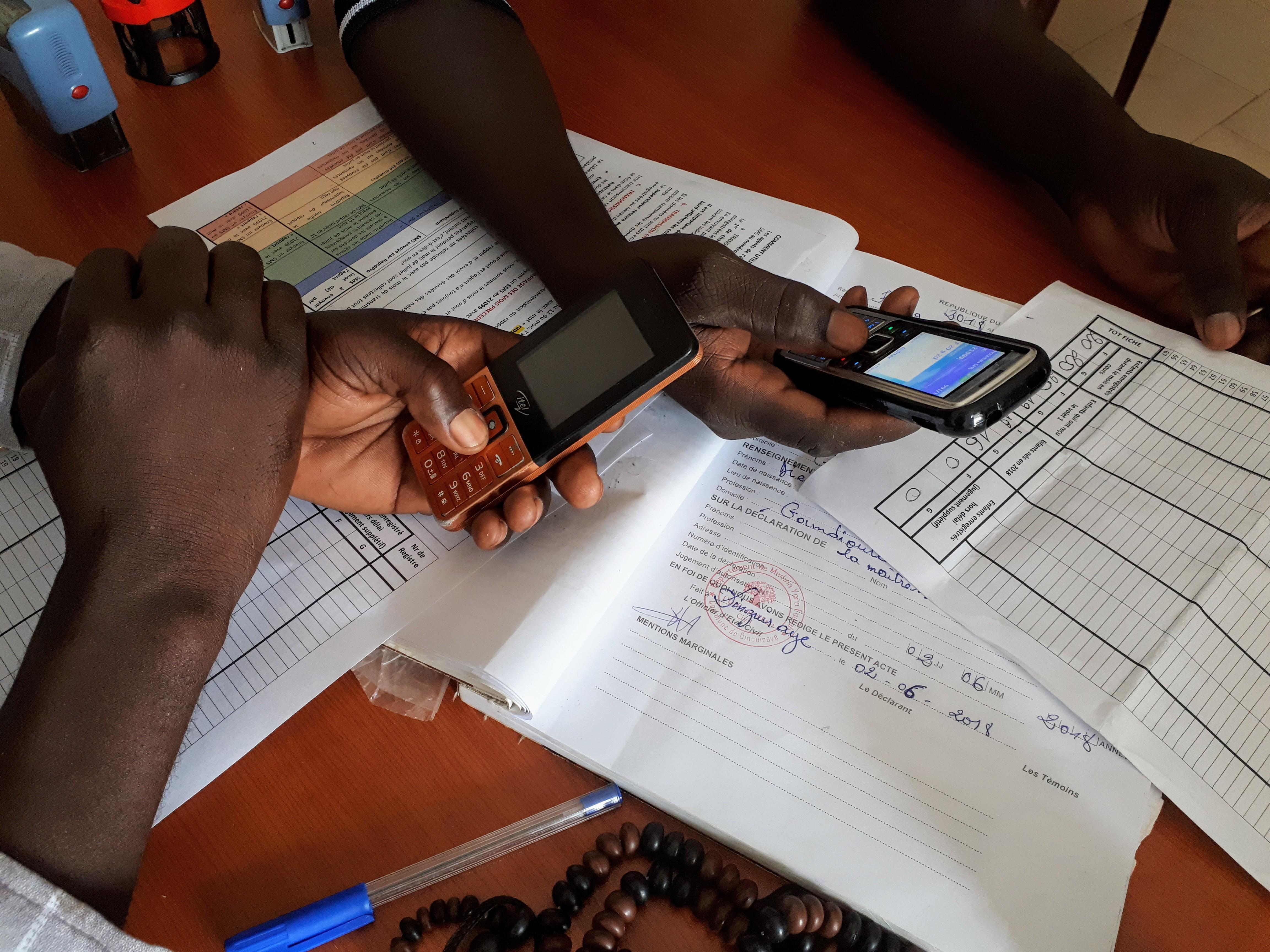 Lasten syntymärekisteröinnit saadaan tilastoitua matkapuhelinten avulla. Yksinkertaista ja edullista!