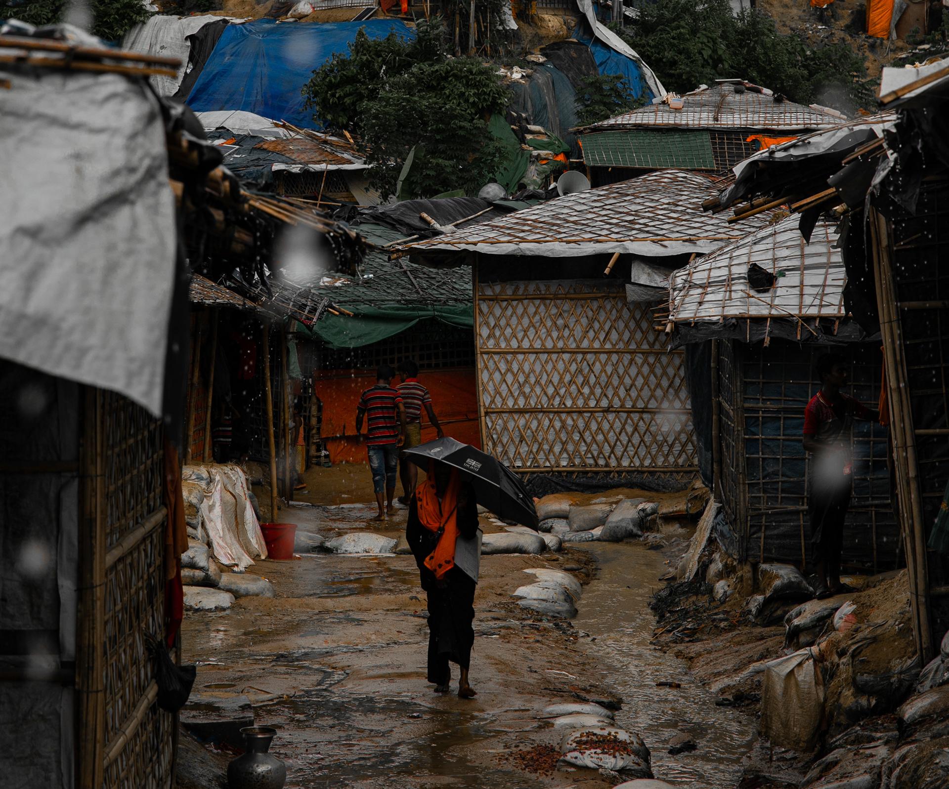 Lasten tukikierros tehtiin pakolaisleirillä monsuunikauden aikana.