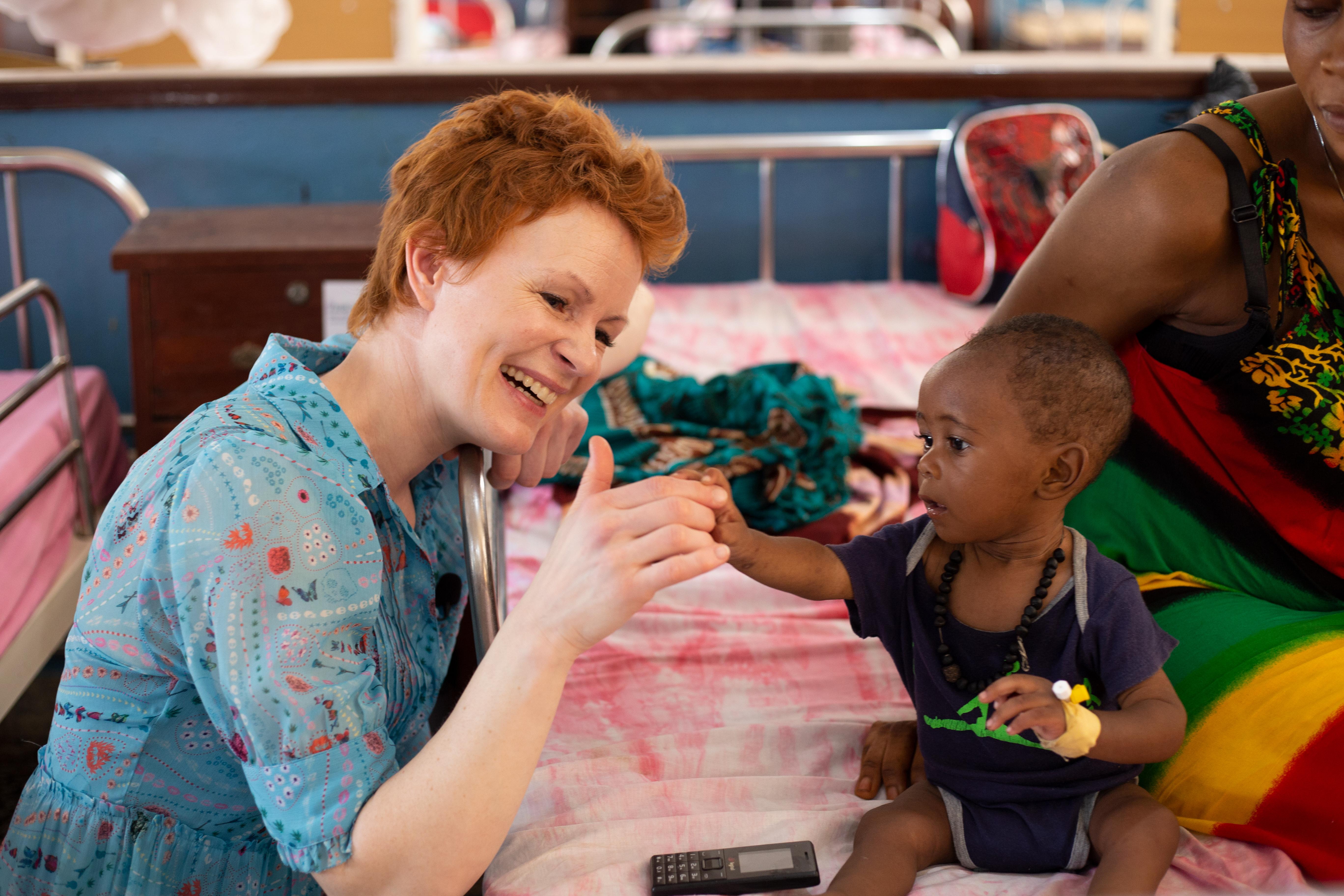 Minna Haapkylä vieraili Sierra Leonessa. Kuva: © UNICEF/Sierra Leone 2020/Wallenius.