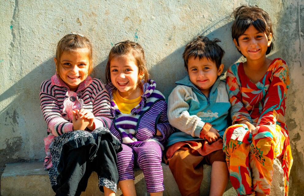 Pakistanilaislapset odottavat poliorokotteita Lahoressa tammikuussa 2021. ©UNICEF/UN3099457/Bukhari