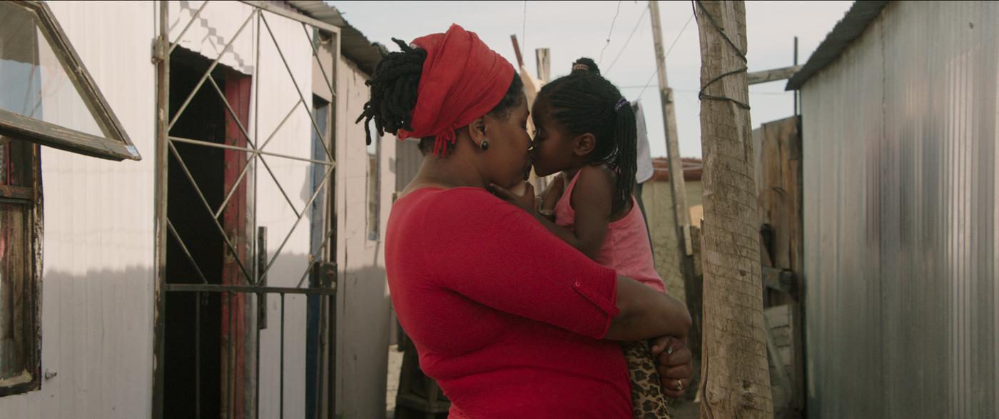 Yksi Äidin toive -elokuvan äideistä löytyi eteläafrikkalaisesta slummista. © Oktober