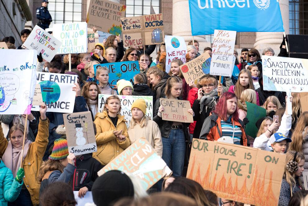 Lapset ja nuoret vaativat ilmastotekoja Helsingissä syyskuussa 2019. © UNICEF / Suomi 2019/Teemu Silván