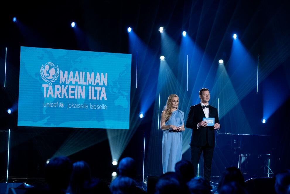 Marja Hintikka ja UNICEFin hyvän tahdon lähettiläs Jaakko Saariluoma juonsivat tunteikkaan illan.