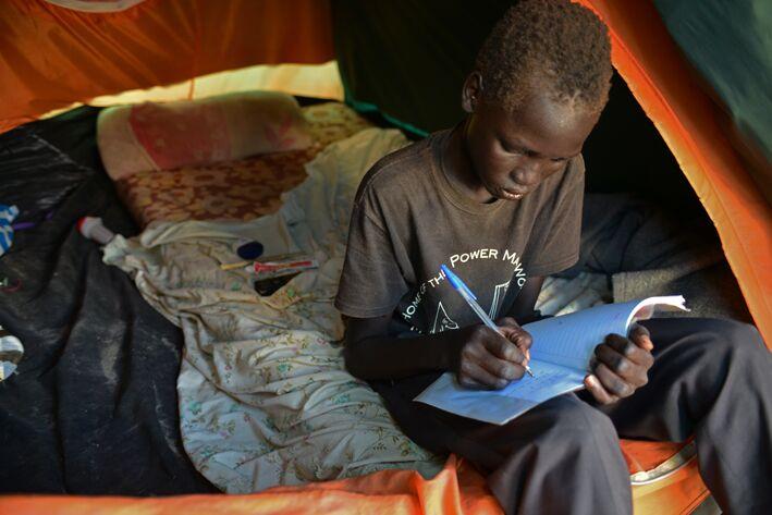Lasten koulunkäynti on lisääntynyt 2000-luvulla. Edistys on kuitenkin lähes pysähtynyt vuoden 2007 jälkeen. © UNICEF/NYHQ2014-1236/Nesbitt