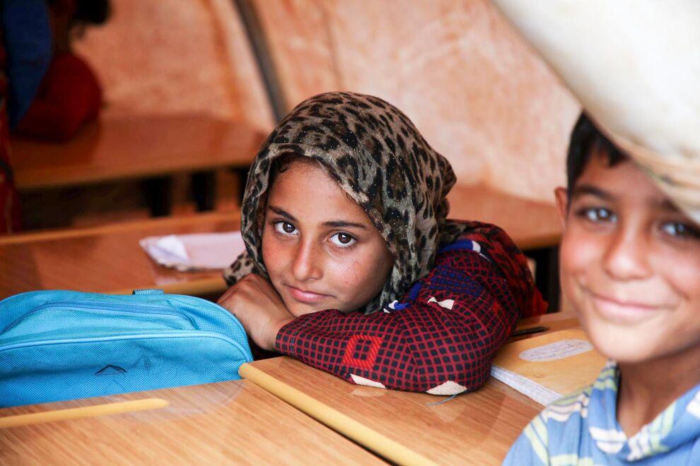 UNICEF tukee lasten koulunkäyntiä Syyriassa ja sen naapurimaissa. Viisi miljoonaa lasta käy koulua kriisistä huolimatta. Mutta 2,8 miljoonaa syyrialaislasta jää koulusta paitsi. © UNICEF/UN0248347/Watad