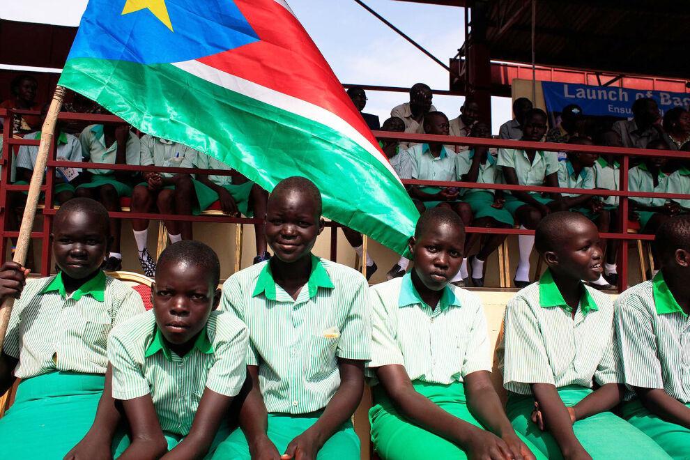 Lapsia osallistumassa koulukampanjan tapahtumaan Etelä-Sudanin pääkaupungissa Jubassa viime helmikuussa. © UNICEF/NYHQ2015-0231/Campeanu