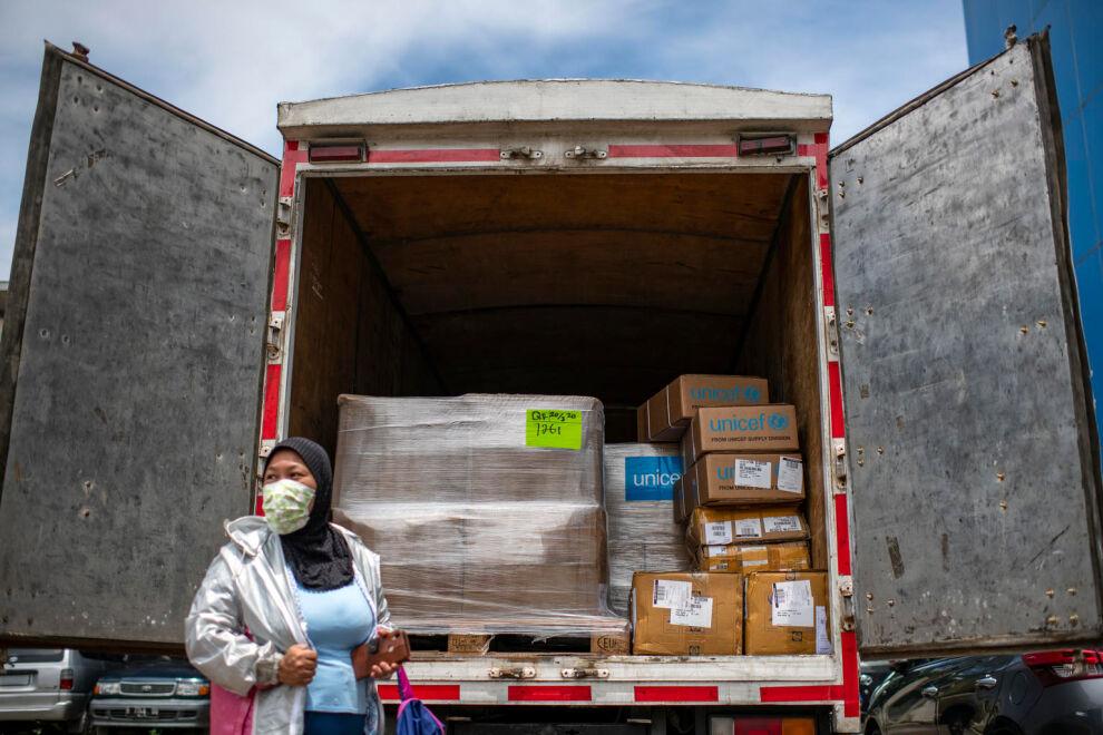 UNICEFin avustustarvikkeita saapui Jakartaan Indonesiaan 22. maaliskuuta. UNICEF työskentelee koronaa vastaan kaikkialla maailmassa. © UNICEF/UNI313237/Wilander