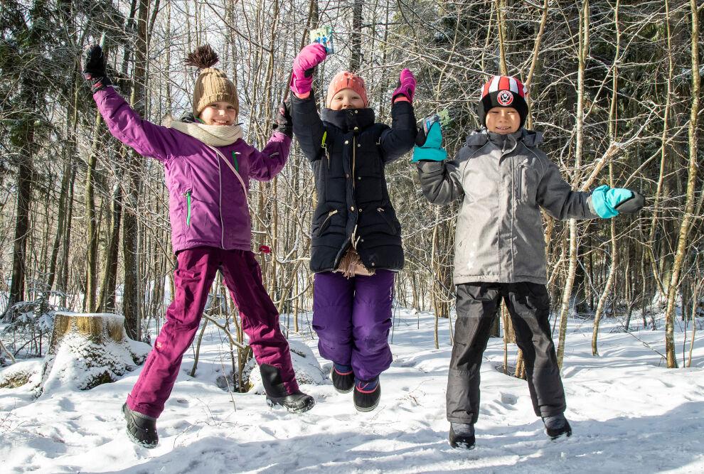 Espoolaisen Auroran koulun oppilaita UNICEf-kävelytapahtumassa maaliskuussa 2019. © UNICEF/Suomi 2019/Mulari