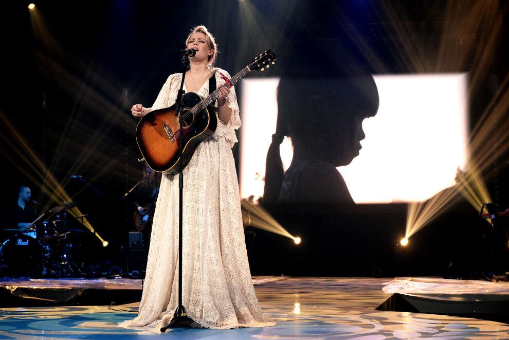 """Kohta vapaita"", lauloi Anna Puu perjantain UNICEF Live -ohjelmassa. Kuva: Tiia Santavirta."