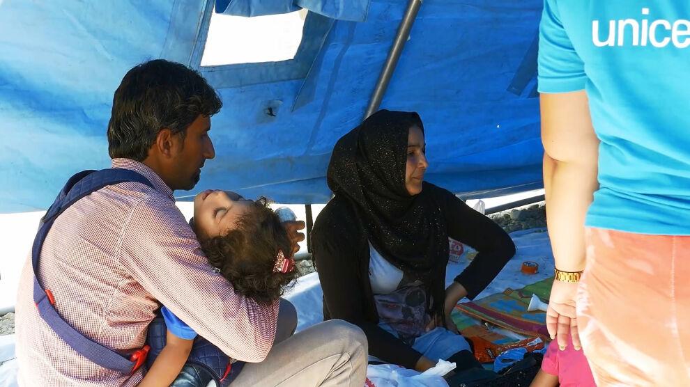 UNICEF toimittaa apua Kreikan ja Makedonian rajalle. (Ruutukaappaus uutisvideosta.)