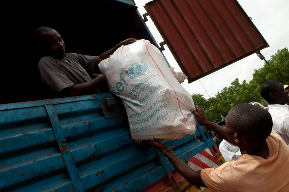 UNICEF on toimittanut hätäaputarvikkeita tulvista kärsiville ihmisille. © UNICEF/NYHQ2015-0156/van de Merwe