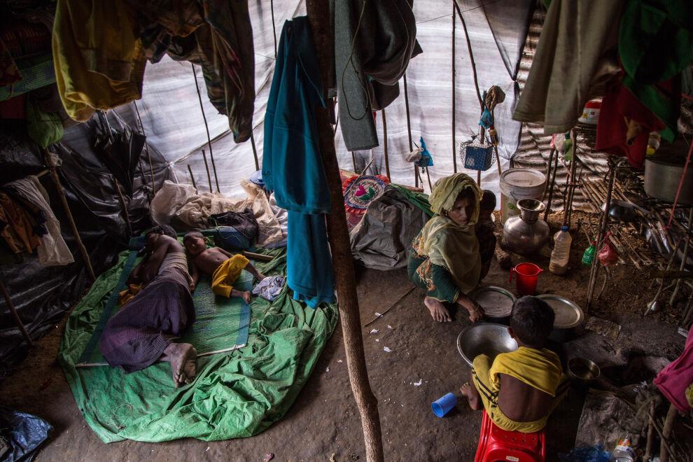 Perheet elävät vaikeissa oloissa Kutupalongin leirillä Bangladeshissä. © UNICEF/UN0142609/LeMoyne