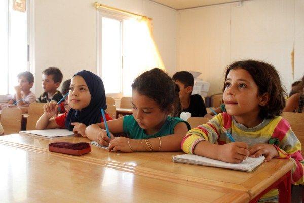 Neljäsluokkalaiset oppilaat koulussa Al Karnakin leirissä Tartousin kaupungissa Syyriassa. Kuva:  © UNICEF/UN013173/Saker